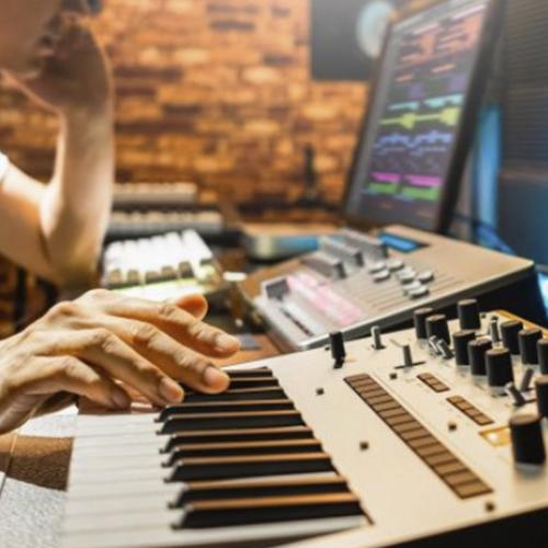 composición y arreglo musical